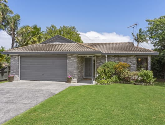 15 Pinewood Grove, Botany Downs, Auckland