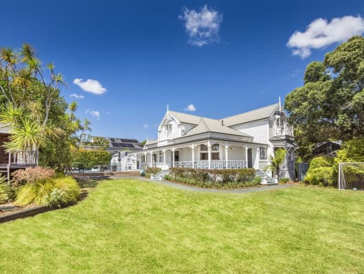 52 Stanley Point Road, Stanley Point, Auckland