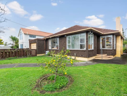 85 Old Lake Road, Narrow Neck, Auckland