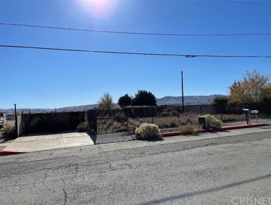 916 East Avenue P8, Los Angeles County, CA, 93550