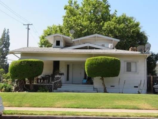 850 E Cambridge Ave, Fresno, CA, 93704