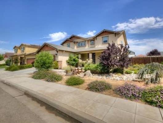 6884 E Saginaw Way, Fresno, CA, 93727