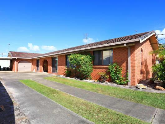 16 Scoter Avenue, Paradise Point, QLD, 4216